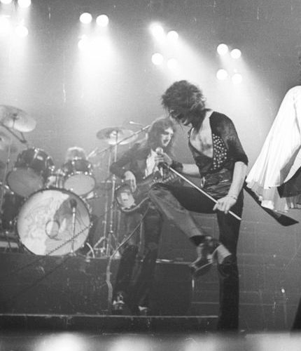 Freddie Mercury rockin a pair of Alan Mair boots on stage