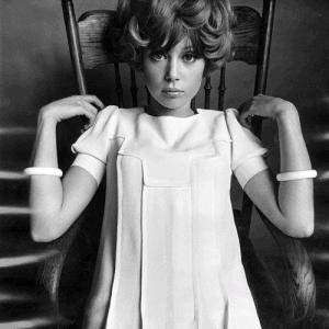Pattie Boyd in Jean Varon pleats, photo by Ronald Traeger