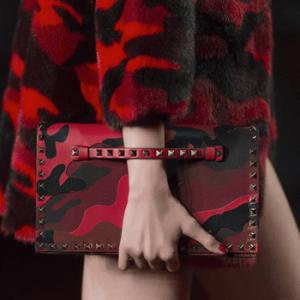 Camouflage: Valentino turns camo red
